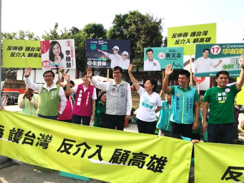 20181020-民進黨高雄市長參選人陳其邁,20日早上宣傳「反併吞」活動,並痛批中國製造假新聞影響台灣選舉。(陳其邁競選辦公室提供)