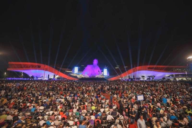 衛武營國家藝術文化中心於10月13日開幕,晚間開幕式《眾人的派對》。(圖/衛武營國家藝術文化中心|文化+提供)