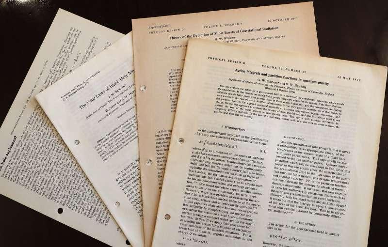霍金學術研究相關文件也在拍賣品之列。(美聯社)