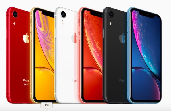 喜歡色彩鮮豔的消費者,XR的選擇更多,但令人意外的是,台灣大哥大和遠傳電信都指出,截至目前黑、白兩色最多人預購。(圖/智慧機器人網提供)