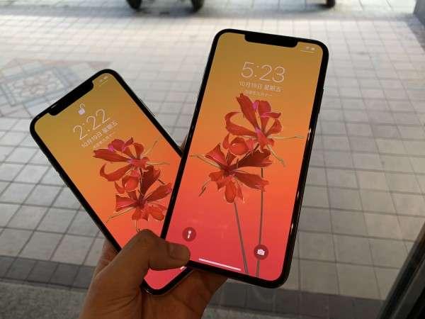 不得不說,Super Retina螢幕成色真的相當漂亮。(右為iPhone XS Max、左為iPhone X)(圖/智慧機器人網提供)