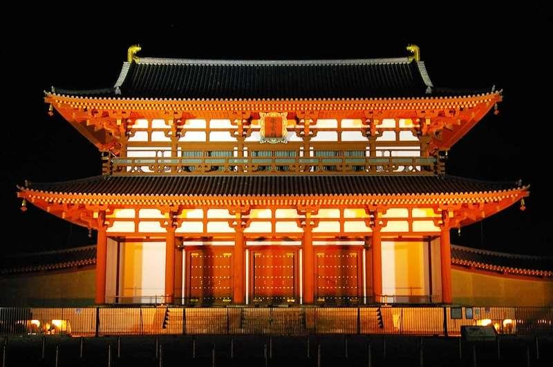 奈良.平城宮.復原的朱雀門(圖/維基百科)