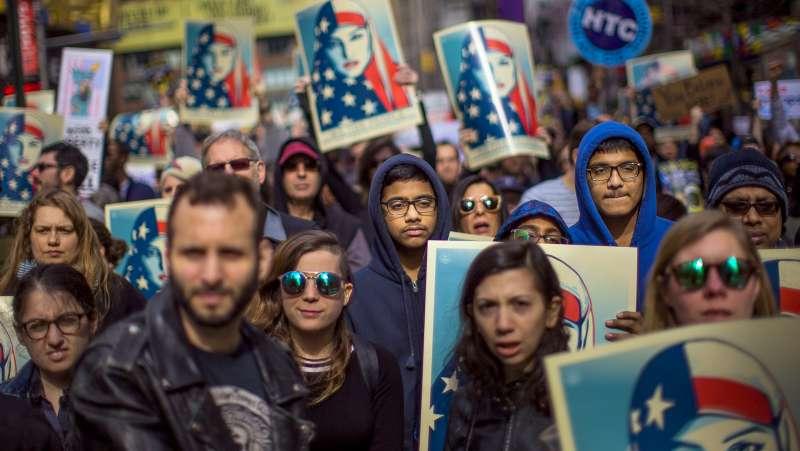 2017年2月,美國紐約民眾走上街頭力挺穆斯林,反對川普政府的移民政策(美聯社)