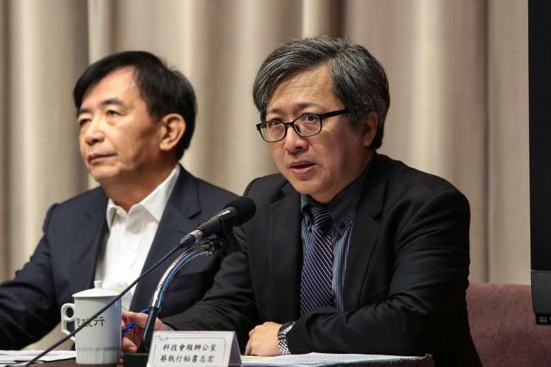20181025-科技會報辦公室執行秘書蔡志宏25日出席行政院會會後記者會。(顏麟宇攝)