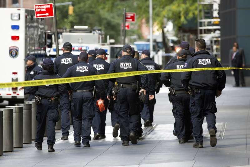 2018年10月24日,CNN在紐約時代華納中心的辦公大樓收到炸彈包裹。(AP)