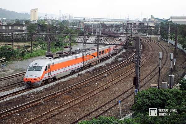 出軌的新馬大彎道,曲率半徑僅有300公尺,所以列車行經此地,都須減速通過。(圖/想想論壇)