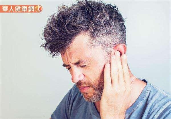 耳鳴不是病,而是一救命警訊。單側耳鳴若是超過1周以上沒好,最好到醫院仔細檢查。(圖/華人健康網)