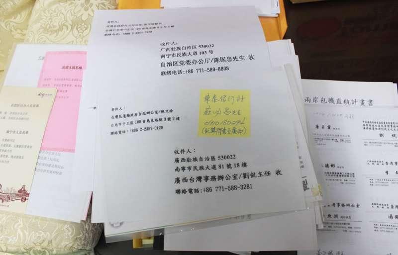 在花蓮縣長的專屬密室裡,還留存一疊和中國的合作資料。(侯柏青攝)