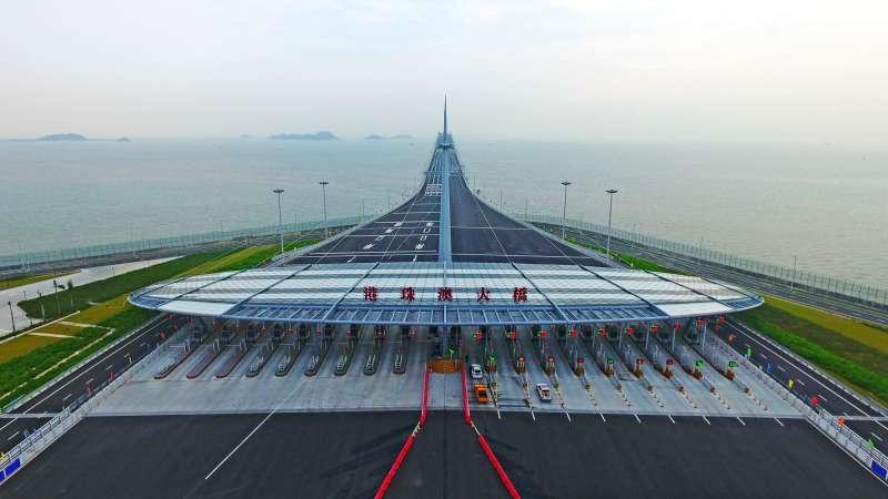 無人機拍攝的港珠澳大橋收費廣場(新華社)