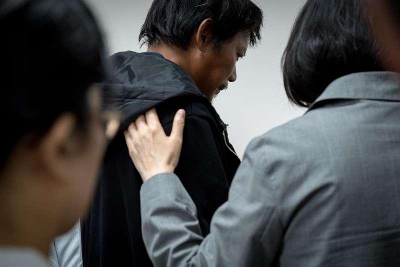 在最困難的時刻,台灣人更團結!(圖/想想論壇)