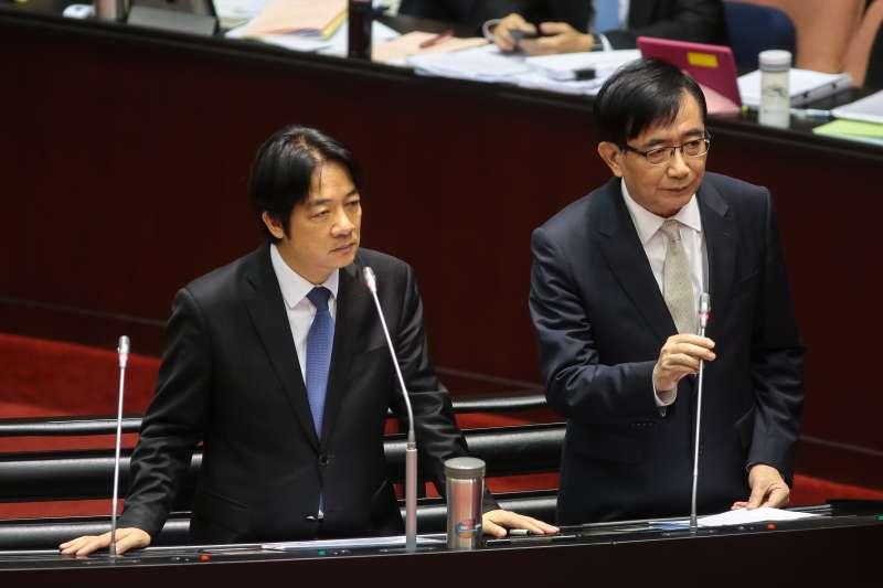 20181026-行政院長賴清德、交通部長吳宏謀(右)26日於立院備詢。(顏麟宇攝)
