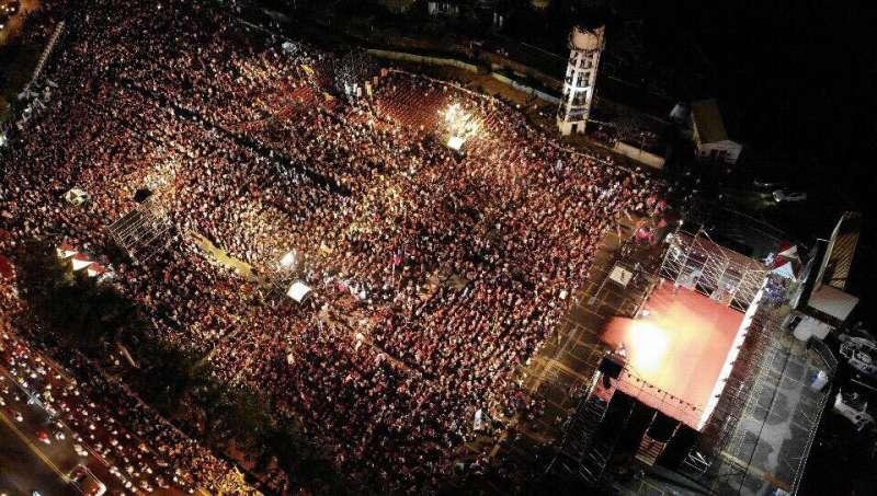 20181026-由高雄白派發起的高雄三山挺韓國瑜之友會26日晚間在高雄鳳山舉辦造勢晚會,活動現場大爆滿。(讀者提供)