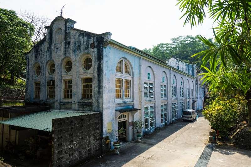 竹仔門電廠老廠房的獨特建築設計,保存著百年前的風光。(圖/台電提供)