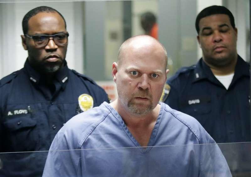 51歲的白人男子布希(Gregory Bush)24日試圖闖入肯塔基州黑人聚會教堂未果,竟轉往超市隨機射殺兩名黑人。(AP)
