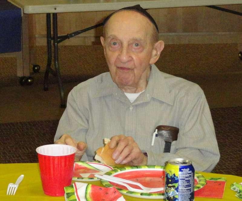 美國匹茲堡猶太教會槍擊案,88歲的瓦克斯(Melvin Wax)於槍擊案中喪生,教友稱他是教會的重要支柱。(美聯社)