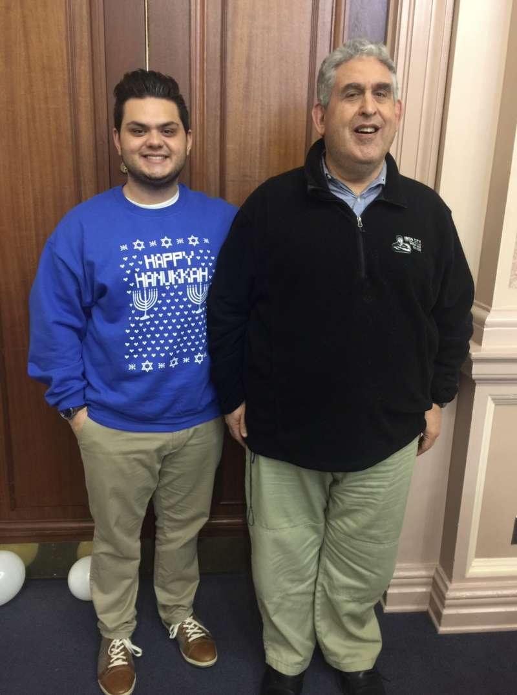 美國匹茲堡猶太教會槍擊案,59歲西西爾.羅森索(右)。(美聯社)