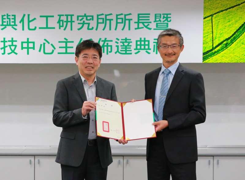 馮文生博士(右)升任工研院巨量資料科技中心主任。(圖/工研院提供)