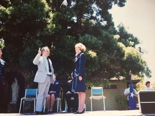 胡拉漢曾經是名空軍上尉。(取自Chrissy Houlahan官網)