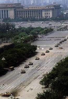 1989年六四天安門事件中的「坦克人」(圖/文化+)