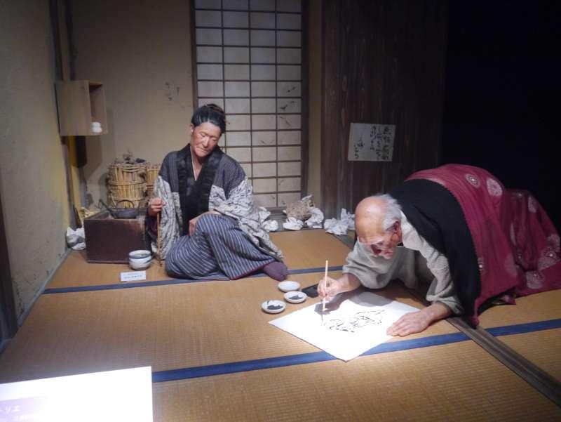 墨田北齋美術館可以看到葛氏北齋辛勤作畫的再現。(作者提供)