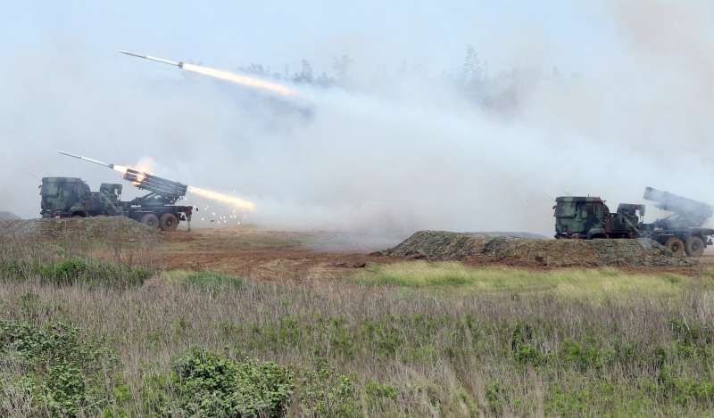 20181102-去年在澎湖進行的漢光演習,雷霆2000對海面目標攻擊。(蘇仲泓攝)