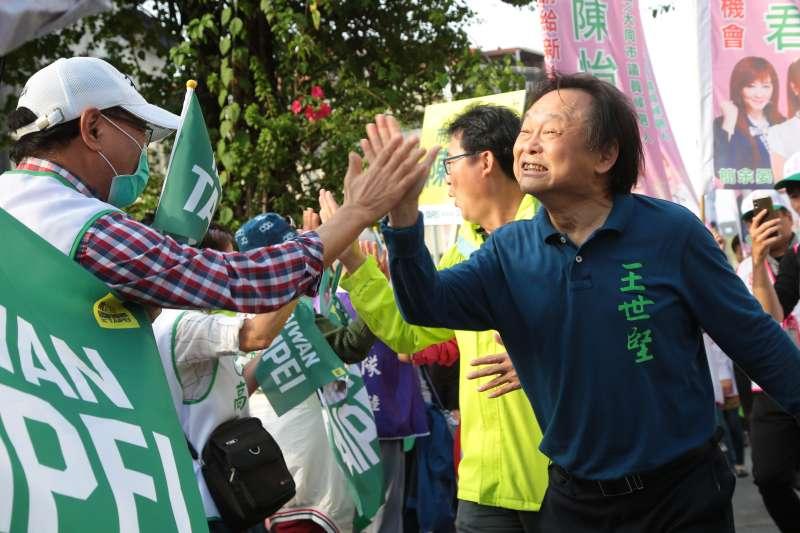 20181103-民進黨台北市議員王世堅3日出席「 skyline手牽手」掃街拜票活動。(顏麟宇攝)