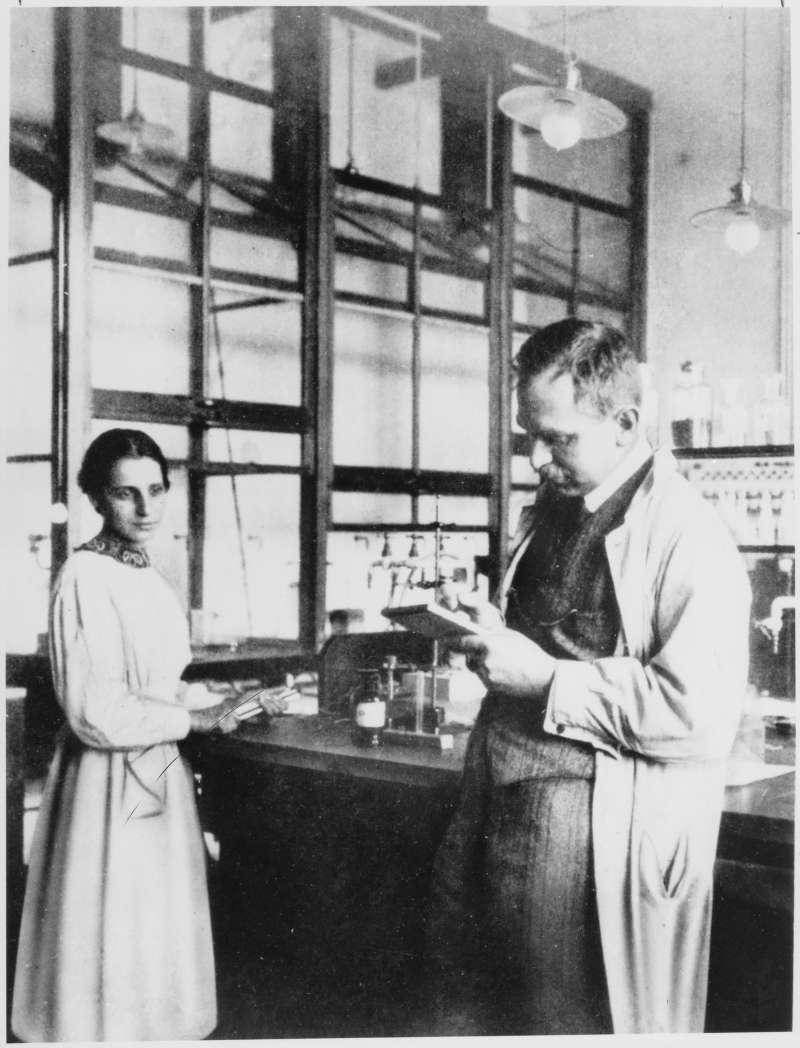 莉澤‧邁特納(Lise Meitner)與研究夥伴奧圖‧哈恩(Otto Hahn)。(取自Wikimedia Commons [Public domain])