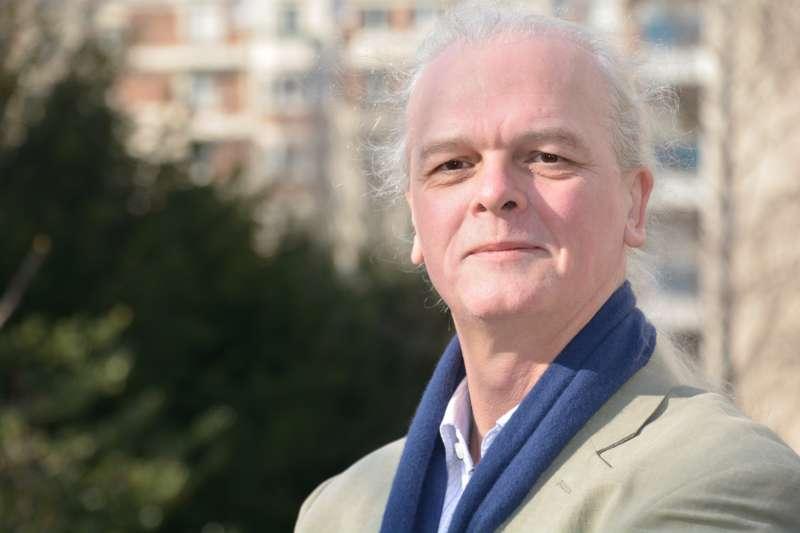 《風傳媒》獨家專訪國際能源專家邁可‧史耐德(Mycle Schneider)、解析全球核電及能源產業動態。(Serge Ollivier攝、Mycle Schneider提供)