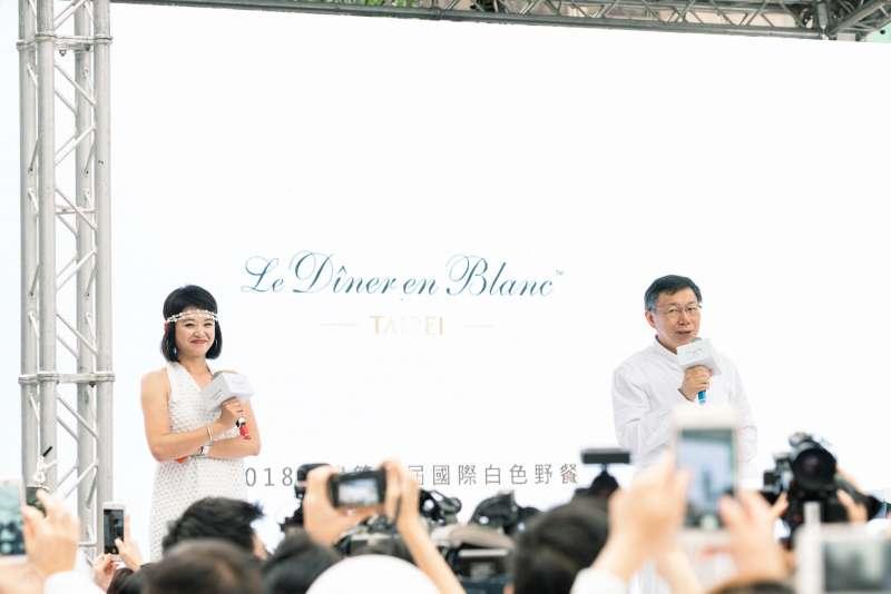 台北市長柯文哲為白色野餐致詞(圖片提供:Robert Chang)