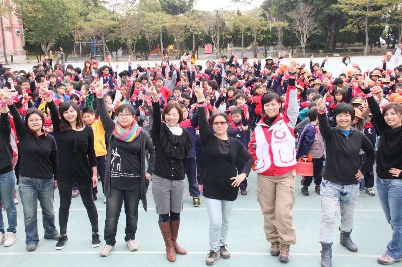 台灣每年積極參與十億人起義運動。(圖/想想論壇)