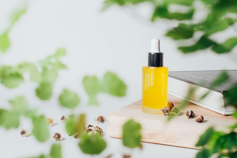 綠藤生機奇蹟辣木油具有 70% 高油酸特性,不粘膩好吸收(圖/綠藤生機)