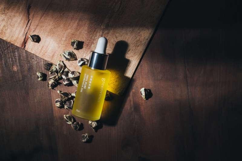 只有一個成分的奇蹟辣木油帶領許多消費者體驗油保養的純粹美好(圖/綠藤生機)