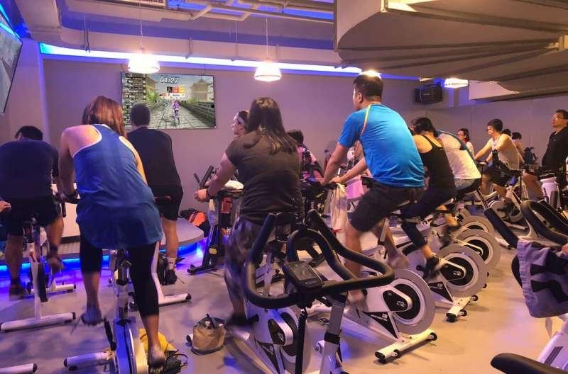 針對智慧健身領域,宇康設計出3D Biking,來大幅提昇運動的積極性,並且即時了解使用者的各項運動數據。