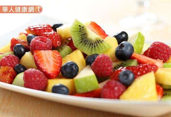 水果當中確實有酵素沒錯,但蔬菜當中的酵素更多,而且在維生素的部分也比不上蔬菜。(圖/華人健康網提供)