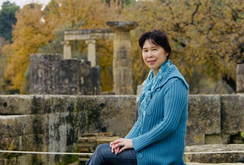 華裔作家張翎最近出版新作《勞燕》。(張翎提供)