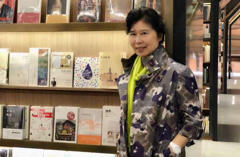 張翎在廈門大學書店。(張翎提供)