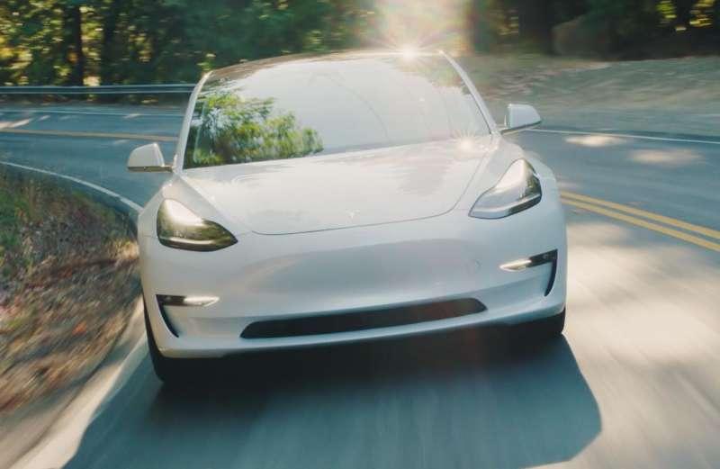 特斯拉(Tesla Inc.)在上週公佈獲利結果,執行長馬斯克(Elon Musk)樂觀表示,特斯拉「未來所有季度」都將產出正向的現金流,讓投資人振奮不已。(取自特斯拉官網)