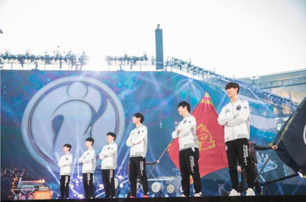 甫奪下《英雄聯盟》世界冠軍的中國戰隊 iG。(圖/《League of Legends》)