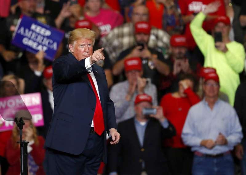 2018年11月5日,美國總統川普在密蘇里州為期中選舉造勢,共和黨6日選舉失去眾議院掌控權。(AP)