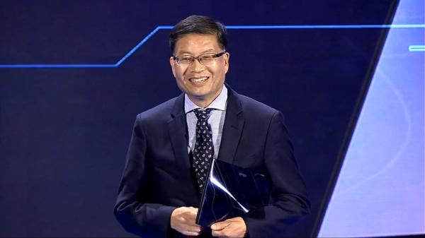 華碩執行長沈振來推動新薪酬制度,期望以管理職業球隊的觀念打出勝利組合。(圖/截自 Intel 直播)