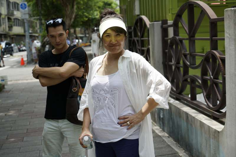 徐譽庭在工作上雖嚴格,但也是眾演員眼裡認真、細心又風趣的導演。(圖/華納兄弟)