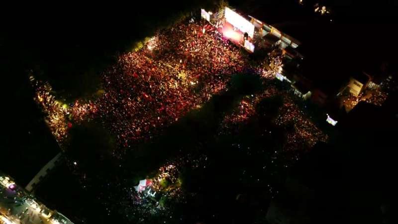 20181108_國民黨高雄市長候選人韓國瑜第二場大造勢今晚在美濃區高美醫專登場,擠入超過3萬名支持者。圖為空拍照。(韓國瑜競選辦公室提供)