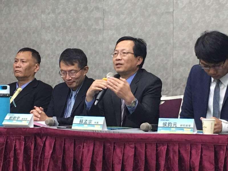 工研究產科國際所所長-蘇孟宗表示,IEK Topics專刊在做的事從2013年以來都是以五年都會持續發展的科技趨勢為調查方向。(圖/風傳媒攝)
