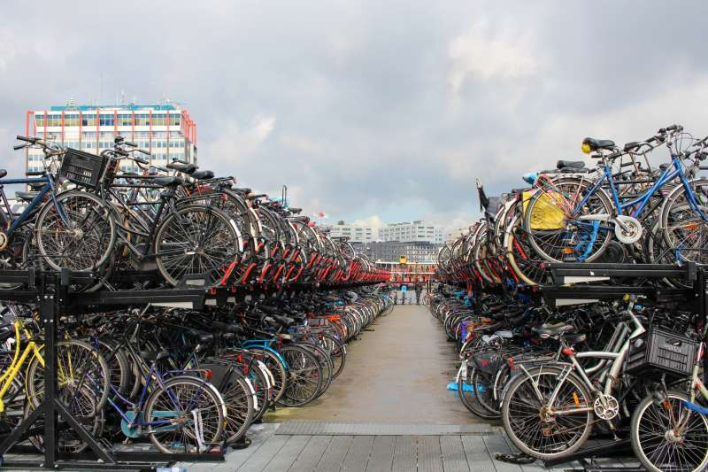 阿姆斯特丹市中心的單車停車場。(圖/*CUP提供)