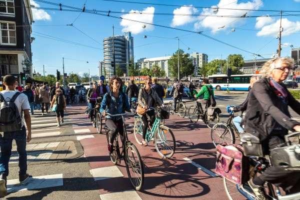荷蘭單車專用路面通常塗上紅色,以資識別。(圖/*CUP提供)