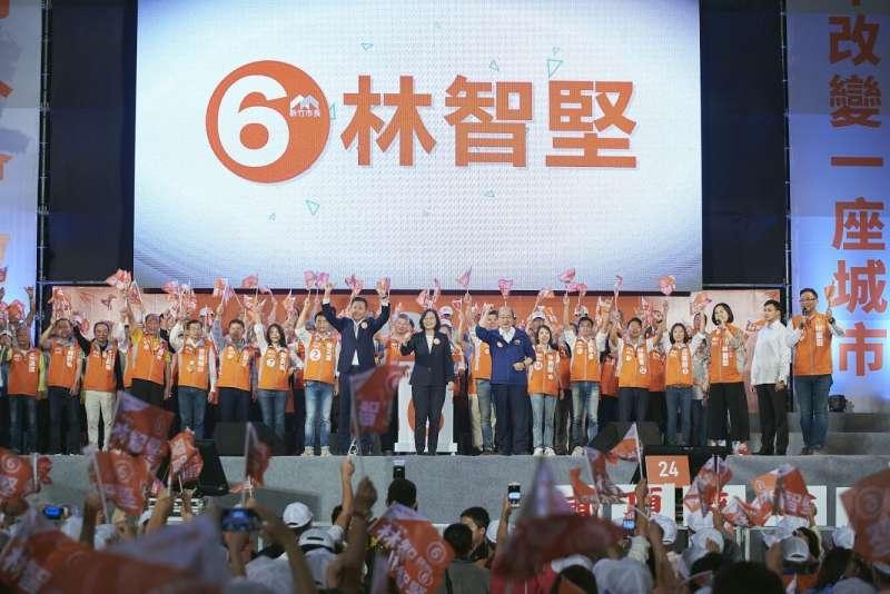 20181110-總統蔡英文10日晚間在新竹市替民進黨新竹市長林智堅站台。(民進黨提供)