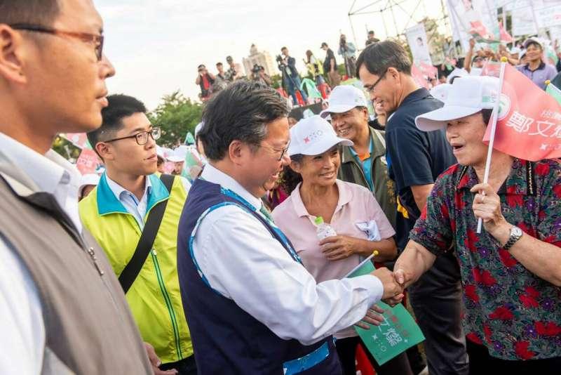 20181110-桃園市長鄭文燦10日在平鎮新勢公園舉辦客家後援會成立造勢活動,總統蔡英文出席力挺。(民進黨提供)