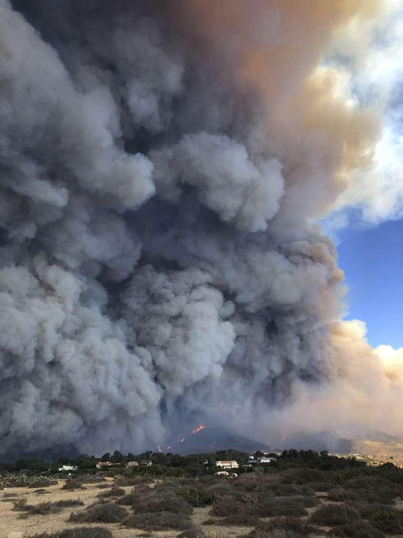2018年11月,加州北部野火燎原,造成慘重傷亡與損失。(美聯社)