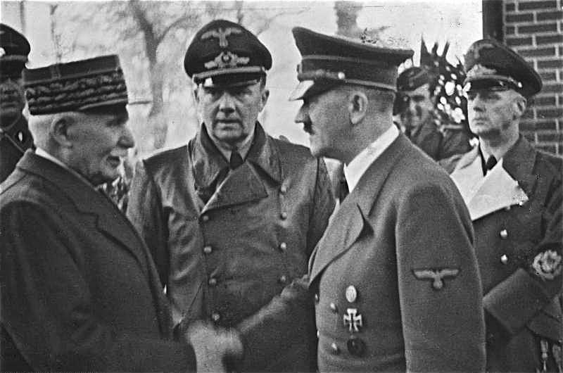 1940年10月,法國貝當元帥(左)晉見希特勒(Wikipedia / Public Domain)