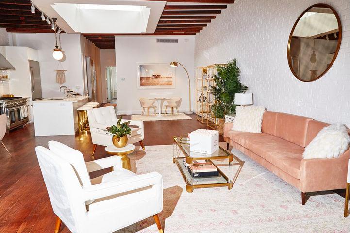 公寓內所有家具都是置入廣告。(圖/愛范兒提供)